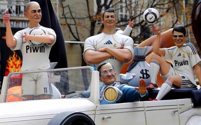 Il presidente del Real Madrid Florentino Perez con Karim Benzema, Cristiano Ronaldo e Kakà (Photomasi)