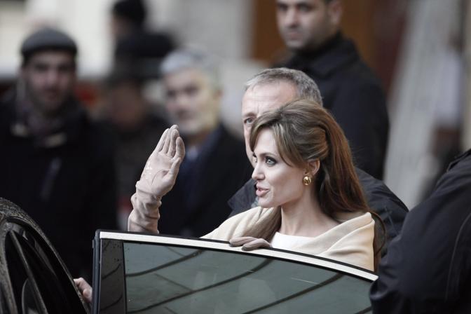 Prima di Venezia, il film The Tourist ha girato alla fine di febbraio alcune scene a Parigi con Angelina Jolie (Thibault Camus/Ap)