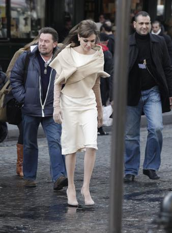 Prima di Venezia, il film The Tourist ha girato alla fine di febbraio alcune scene a Parigi con Angelina Jolie (Ap)