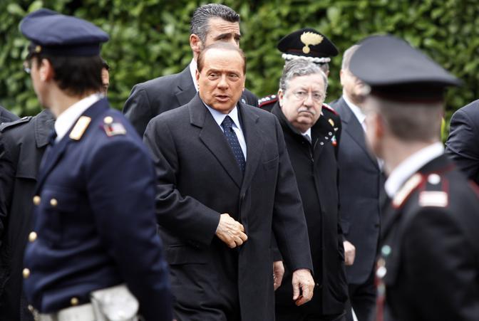 Il premier con il prefetto di Milano Gian Valerio Lombardi (Ap)