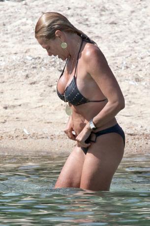 Ecco Simona Ventura in vacanza a Caprera in Sardegna  (Olycom)