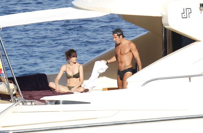 L'ex calciatore nerazzurro Luís Figo in barca con la famiglia a Ibiza  (Photo Masi)