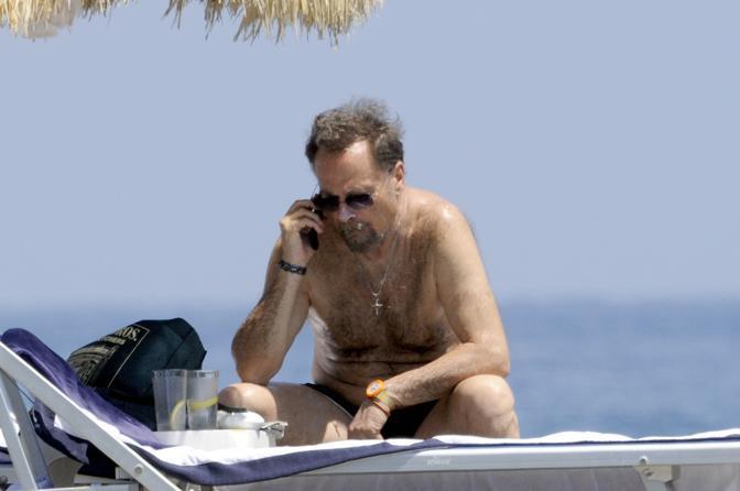 Sole e relax per l'attore Franco Nero a Ischia  (Splash Italia)