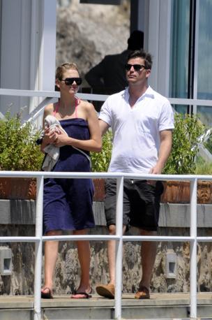L'atttore statunitense Josh Hartnett a Ischia con la fidanzata