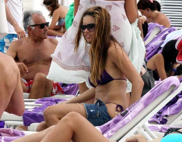 Adriana Lima al mare sulla spiaggia di Miami (Clicphoto)
