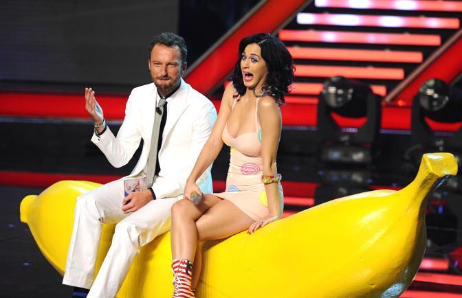 Facchinetti con Katy Perry, ospite della prima puntata (Photomasi)