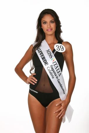 Maria Elena Scaramozzino - Miss Valleverde Ragazza in Gambissime Calabria. È nata a Reggio Calabria (RC), dove vive, il 10/09/1989 sotto il segno della Vergine. Occhi marroni e capelli castani, Maria Elena è alta 1.77 m ed è ragioniera.
