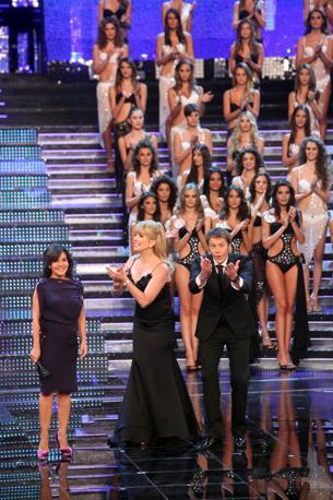 La serata finale di Miss Italia 2010. Sul palco Milly Carlucci, emanuele Filiberto e la «patron» Patrizia Mirigliani (Ansa)