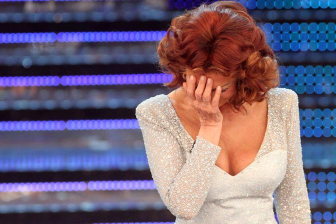 La Loren si emoziona sul palco (Ansa)