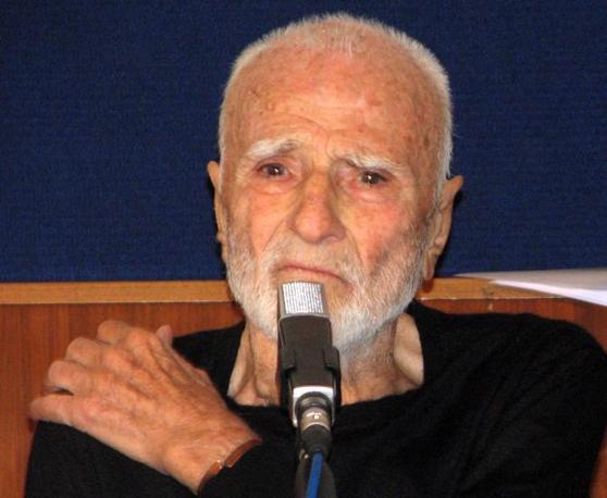 Il regista Mario Monicelli si è ucciso lanciandosi dal balcone dell?ospedale San Giovanni a Roma. Aveva 95 anni. Sopra, in uno scatto del 3 giugno 2010 (Ansa)