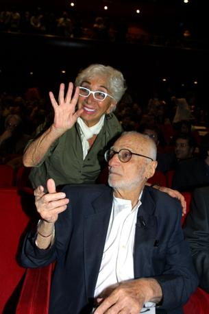 Il 10 magio 2005, all' Auditorium di Roma, Mario Monicelli con Lina Wertmuller , durante la festa per i 90 anni del maestro (Agf)