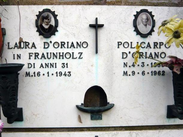 La tomba di Laura D?Oriano e del padre Policarpo al Cimitero del Verano a Roma
