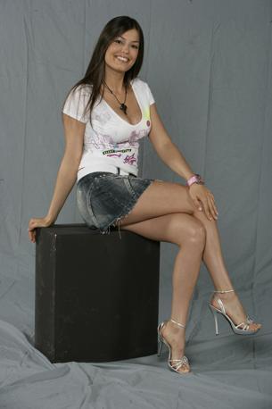 Classe 1981, la showgirl Sara Tommasi è laureata in Economia alla Bocconi. Ha lavorato a Paperissima e a Quelli che il calcio. Il successo è arrivato, nel 2006, con l'Isola dei famosi (IPP)