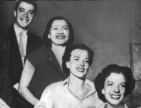 Festival di Sanremo 1951: da sinistra Achille Togliani, Nilla Pizzi, duo Fasano (archivio Rcs Quotidiani)