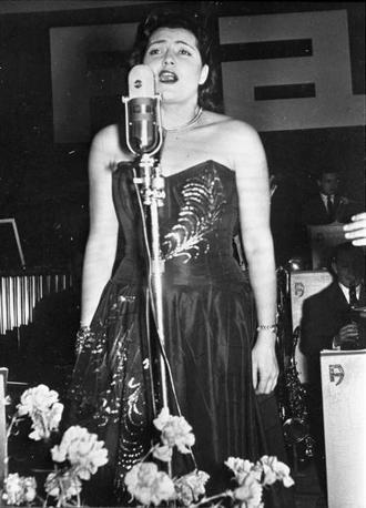 1952, seconda edizione del Festival della canzone italiana di Sanremo: Nilla Pizzi vince di nuovo con «Vola colomba» (archivio Rcs Quotidiani)
