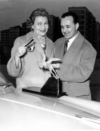 Con il maestro Mascheroni all'Alfa Romeo, durante il «Rally del Cinema» del 1956 (Olycom)