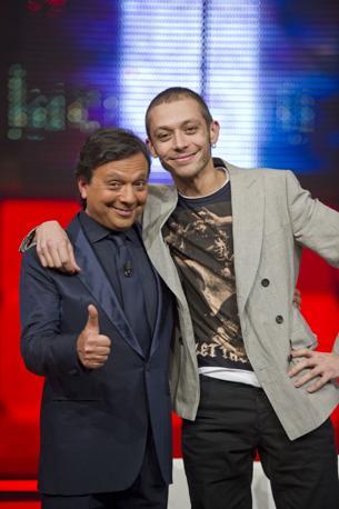 Valentino Rossi con Piero Chiambretti (Ansa)
