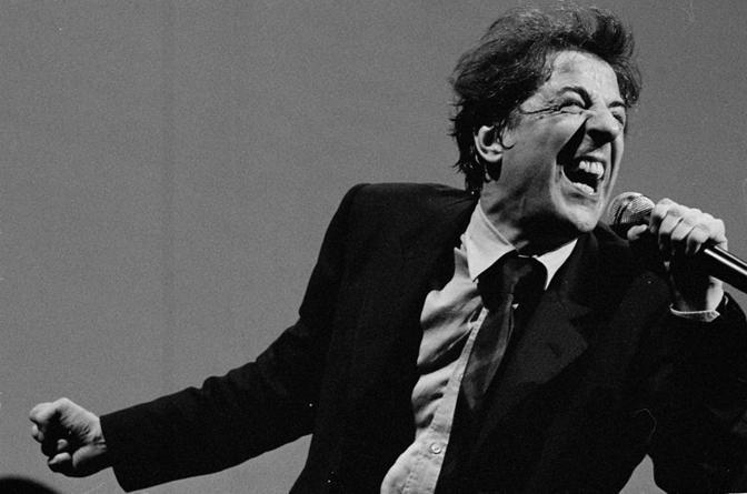 """Gaber e il """"Teatro canzone"""" (foto Guido Harari)"""