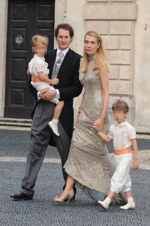 John Elkann con Beatrice Borromeo e i figli (Splash News/Gigi Iorio)