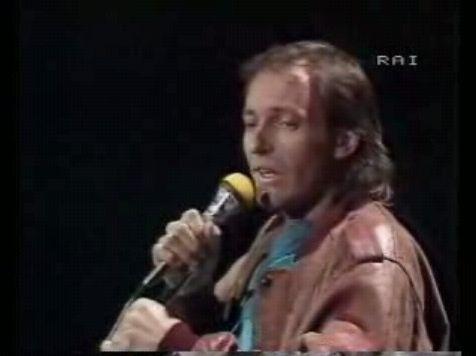 Vasco Rossi ha annunciato: «Basta tournée»: i live sono sempre stati un punto di forza del Blasco nazionale, sin dai tempi di «Vita Spericolata». Nella foto sopra, l'esibizione a Sanremo nell'83