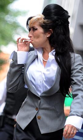 Cantante soul, dalla potentissima voce,  Amy Winehouse, che avrebbe compiuto 28 anni a settembre, è stata trovata morta nella sua casa di Londra. (Epa)
