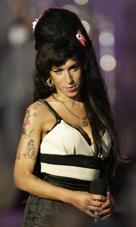 Amy Winehouse ritratta in occasione del 90esimo compleanno di Nelson Mandela ad Hyde Park (Londra), nel 2008: si esibì davanti a 46mila spettatori(Afp)