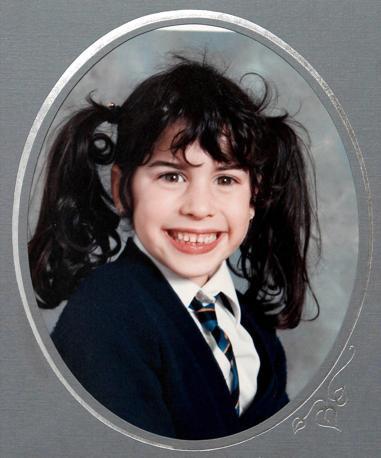 Nata il 14 settembre del 1983 a Enfield, in Inghilterra, da una  famiglia ebraica, Amy  cresce a Southgate, riuscendo a fondare, giá a 10 anni, un gruppo rap. Nella foto all'età di otto anni (Olycom)
