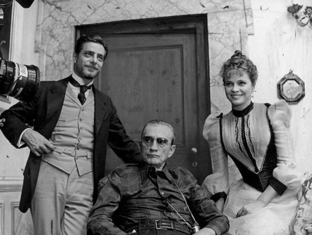 Con Giancarlo Giannini e Luchino Visconti sul set del film «L'innocente» (1976)
