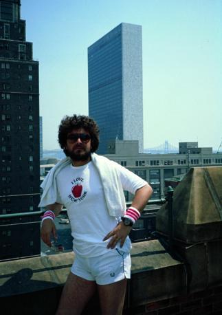 Il Beppe Grillo di «Te la do io l'America», quando ancora non faceva l'agitatore politico (Photoservice Electa/Mondadori Collection/Notarangelo)