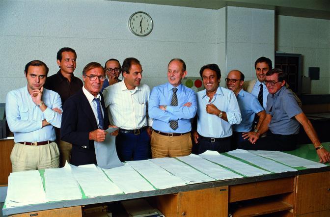 La redazione del TG1 al completo, anno 1982. Bruno Vespa è rimasto lì, Emilio Fede è salpato per altri lidi. (Photoservice Electa/Mondadori Collection/Fabricci)