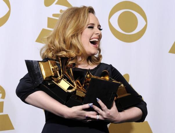 Adele (nella foto) sbanca i premi. La cantante ha avuto sei riconoscimenti (Epa)