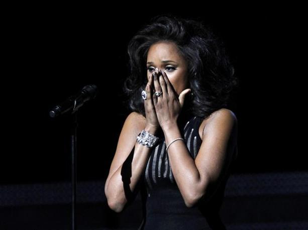 Grammy Awards nel ricordo di Whitney Houston. Decine di cantanti hanno reso omaggio all'icona triste del pop, scomparsa proprio la mattina della manifestazione. Jennifer Hudson si commuove mentre canta �I will always love you� (Reuters)