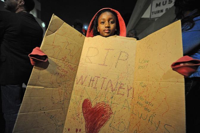 Un disegno per Whitney (Nelson/Epa)