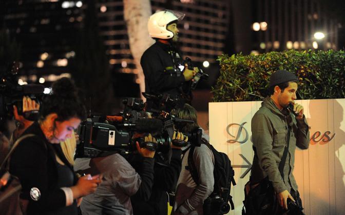 La stampa davanti al Beverly Hilton Hotel (Afp)