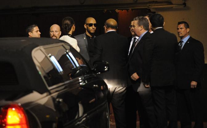 Gli altri ospiti del Pre-Grammy Gala nel parcheggio dell'Hotel (Afp/Beck)