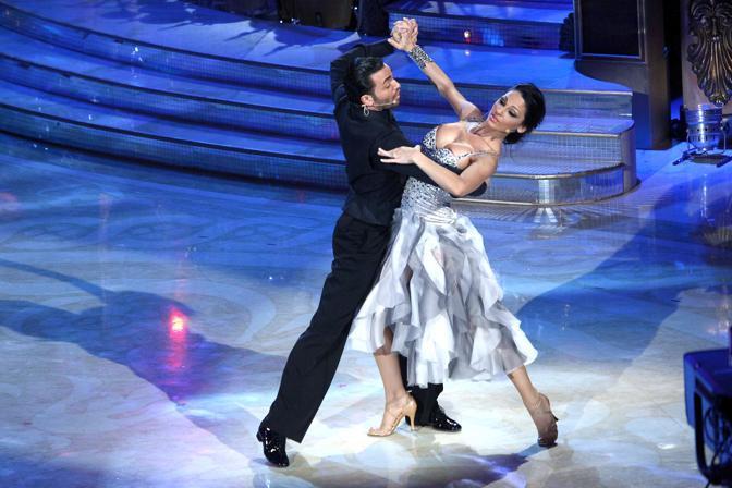 """Incidente sexy per Anna Tatangelo durante la sua esibizione a """"Ballando con le stelle"""" (Olycom)"""