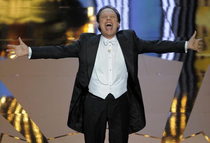 Billy CrYstal, conduttore della cerimonia sul palco del Kodak Theater (LaPresse)