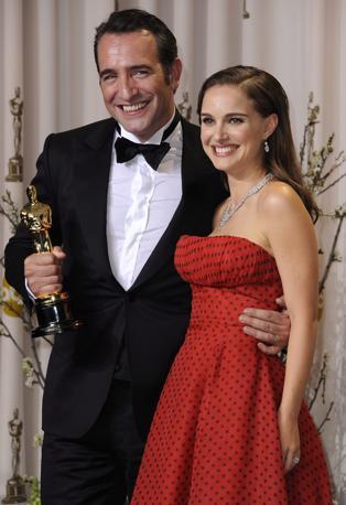 Natalie Portman posa con Jean Dujardin (Epa)