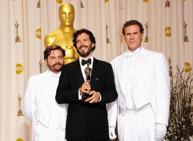 Bret McKenzie (al centro), autore di musica e parole della miglior canzone del film «The Muppets» (Afp)