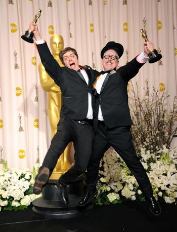 Brandon Oldenburg  e il regista William Joyce, miglior cortometraggio d'animazione (Afp)