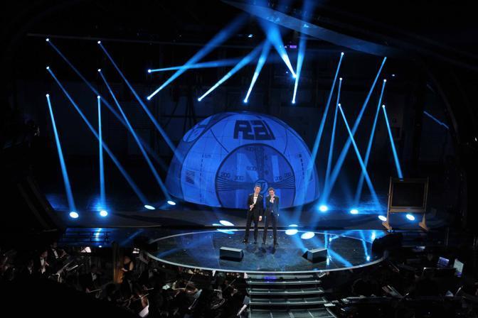 Luca e Paolo aprono la prima serata del Festiva di Sanremo 2012 (Ipp)