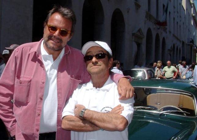 Oliviero Toscani e Lucio Dalla a Brescia per la Mille Miglia (Ansa)