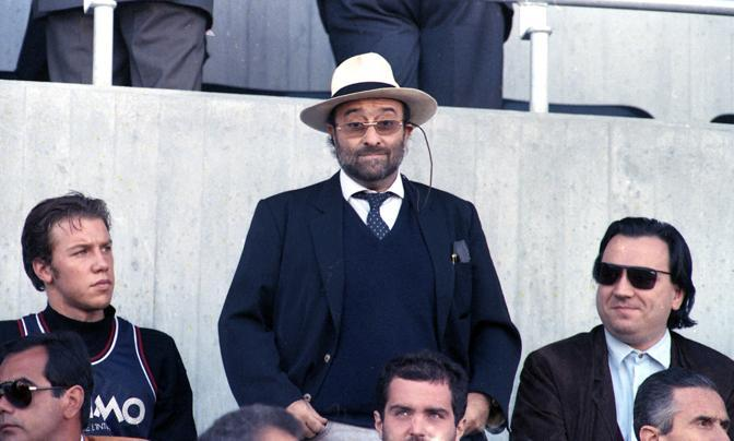 In tribuna allo stadio di Bologna nel 1990 (Ansa)
