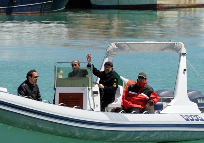 In gommone nel porto di Termoli nel maggio 2011 (Ansa/Cautillo)