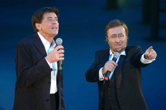 In un duetto con Gianni Morandi (Olycom)