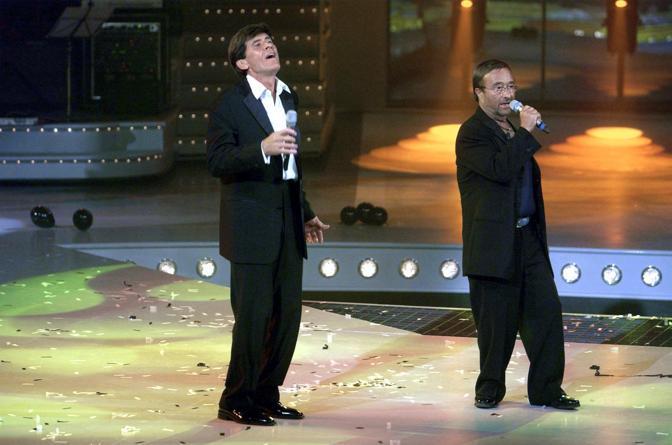 """Nella trasmissione tv """"Uno di noi"""" canta con Gianni Morandi (Olycom)"""