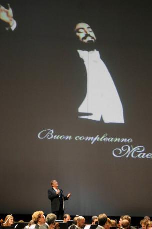 Durante il concerto per il compleanno di Luciano Pavarotti (Olycom)