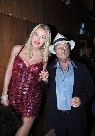 Con la showgirl Valeria Marini (Olycom)