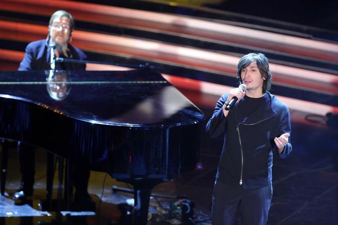 Al Festival di Sanremo 2012 accompagna al pianoforte Pierdavide Carone (Olycom)
