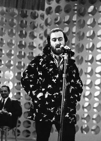 Dalla mentre si esibisce al Festival di Sanremo del 1967 (Olycom)